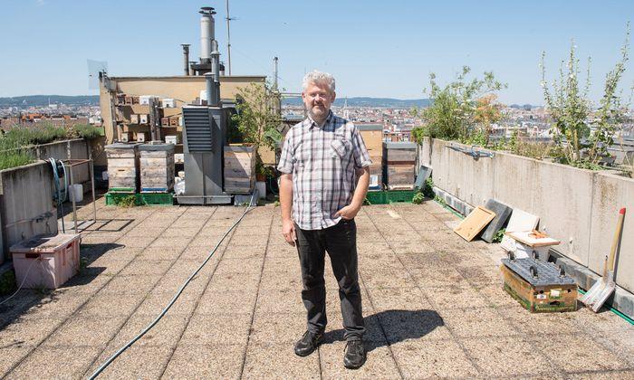 Matthias Kopetzky auf der Dachterrasse über seinem Büro – wo alles begann.