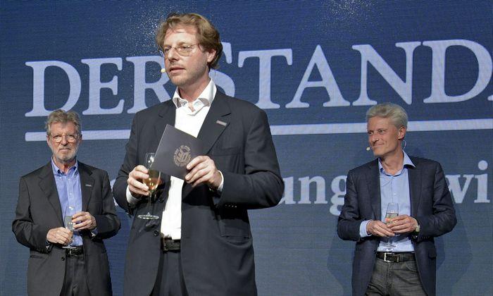 """Oscar Bronner, Alexander Mitteräcker, Florian Scheuba (v. l.) beim """"Standard""""-30er."""