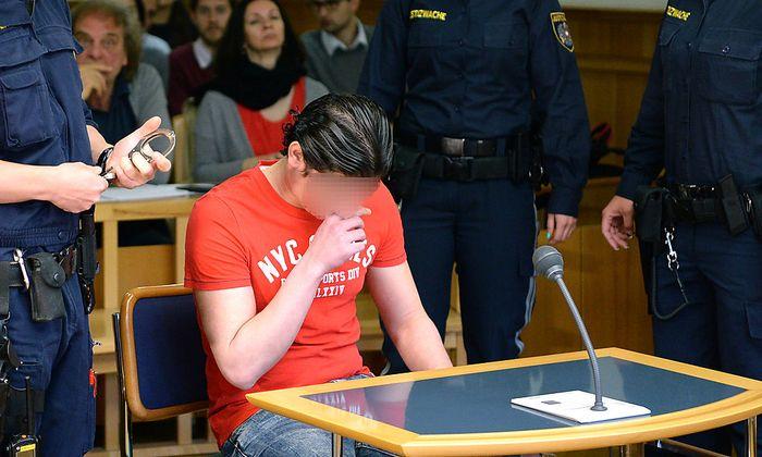 Der Angeklagte am Dienstag vor Gericht