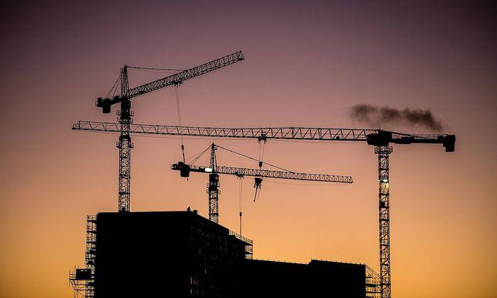 Baustelle in der Daemmerung *** Construction site at dusk PUBLICATIONxINxGERxSUIxAUTxONLY photocase_