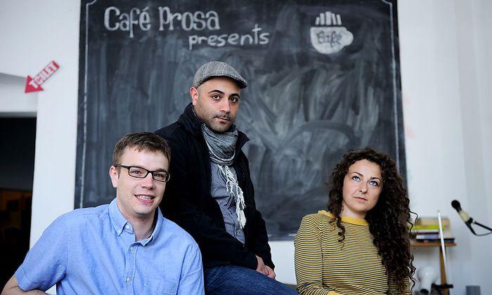 Projektgründer Sina Farahmandnia (Mitte) mit zwei seiner Kollegen, Azra Bajrica und David Füllekruss.