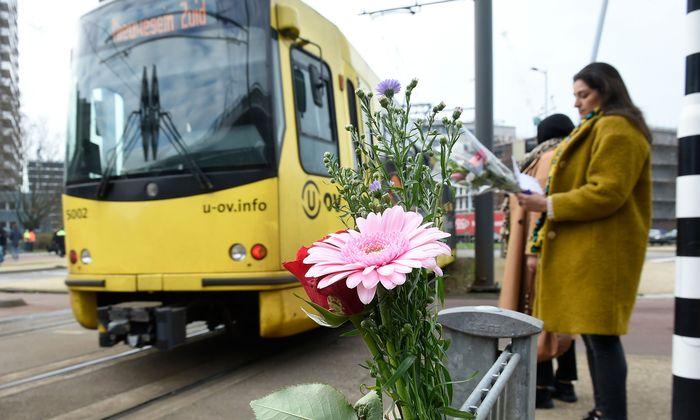 Gedenken an die Opfer: Der Attentäter von Utrecht tötete in einer Straßenbahn drei Menschen.