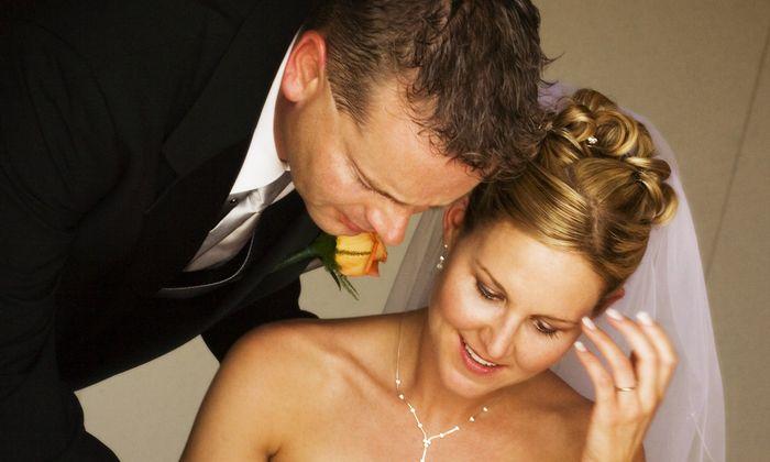Das Brautpaar muss bereit sein, Ja zu sagen. Damit auch der Standesbeamte die passenden Worte findet, gibt es eigene Rhetorikkurse.