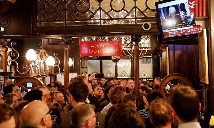 Im ganzen Land wurde die Abstimmung des Unterhauses in London mit Spannung verfolgt.