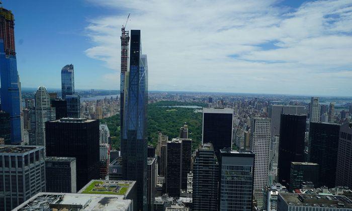 Blick aus einem Luxusapartment ganz oben auf den Central Park in New York.