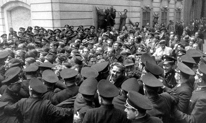 Die Zweite Republik - Eine unglaubliche Geschichte ' 3. Folge: Vor der Zerreißprobe'