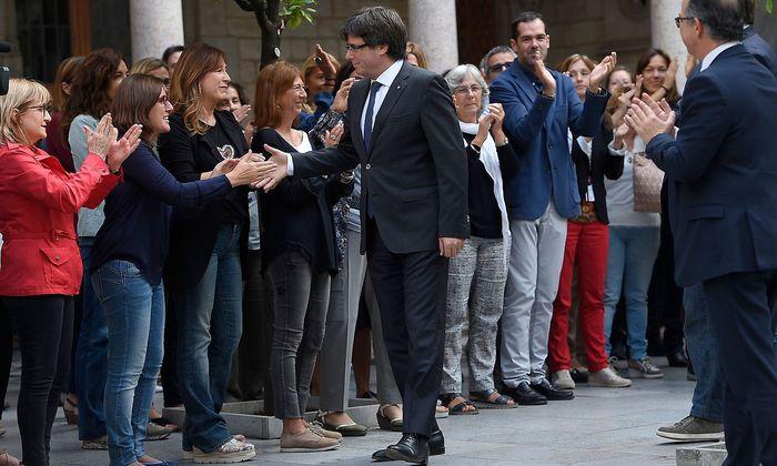 Carles Puigdemont trifft zur Sitzung der Regionalregierung ein.