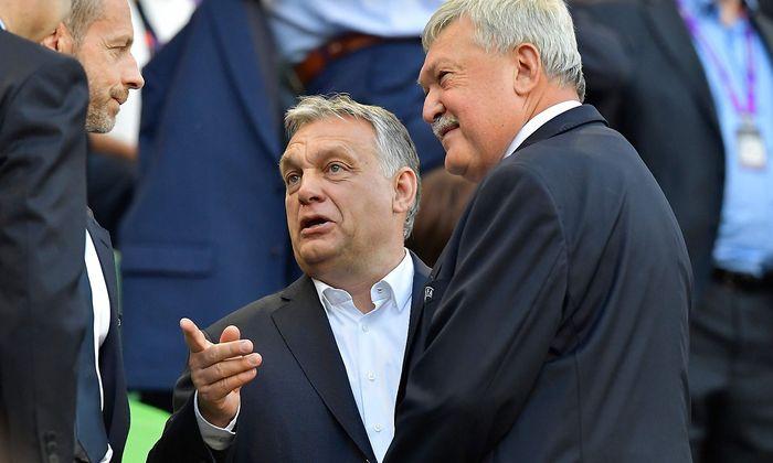 Viktor Orbán (Mitte) wäre am Montag mit Verkehrsminister Norbert Hofer zusammengetroffen.