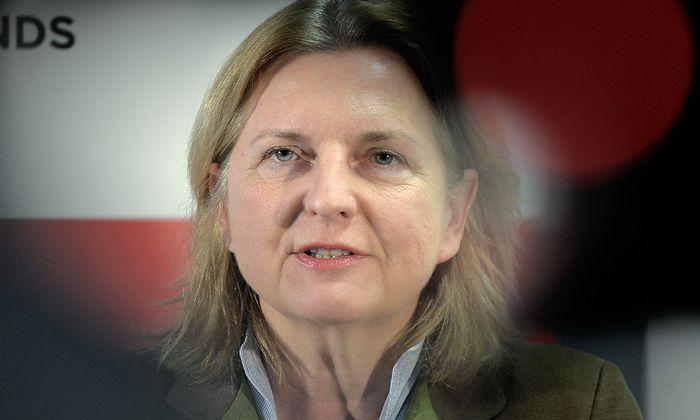 WERTE- UND INTEGRATIONSKURS FUeR FLUeCHTLINGE: KNEISSL