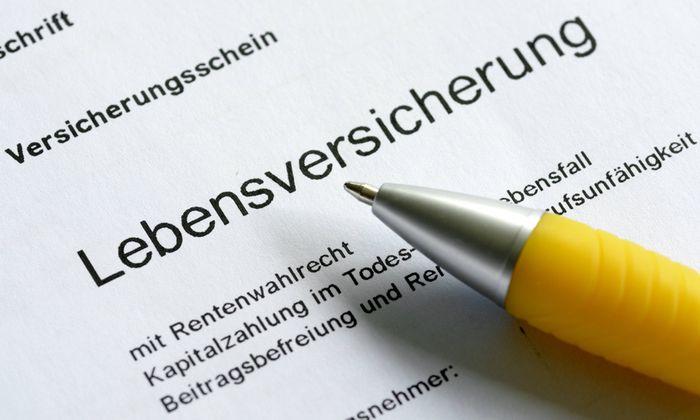 Der Versicherungsschein einer Lebensversicherung DEU GERMANY The certificate