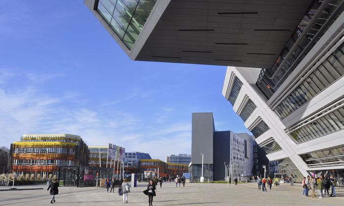 Absolventen heimischer Unis (hier die WU Wien) verlassen das Land, niedrig Qualifizierte kommen rein.