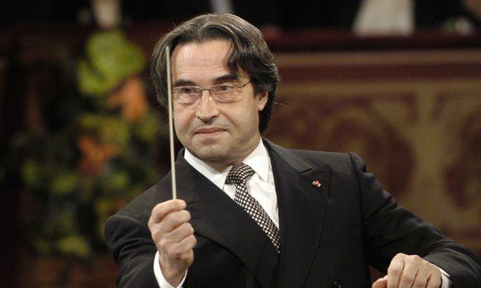 """""""Dieses eins, zwei und vielleicht drei"""": Riccardo Muti beim Neujahrskonzert 2004."""