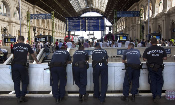 refugees and migrants trapped at station Budapest Hungary UNGARN 01 09 2015 Budapest VIII Bez