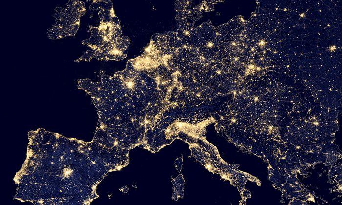 Aus dem Orbit sind Grenzen ohnehin nicht sichtbar. Europa ist zwar klein, aber relativ dicht besiedelt.