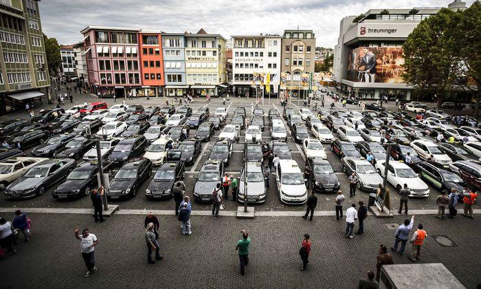 Streik und Protestfahrt zum Stuttgarter Rathaus Stuttgart Taxi Zentrale Stuttgart stz stn
