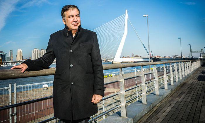 Der ehemalige Gouverneur Odessas, Michail Saakaschwili, ist in den Niederlanden angekommen, dem Heimatland seiner Frau. Dort will er vorerst bleiben.
