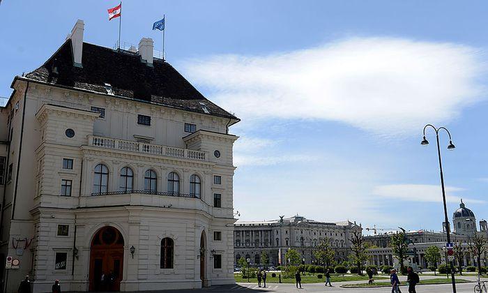 Der Leopoldinische Trakt der Hofburg, in dem sich die Kanzlei des Bundespräsidenten befindet.
