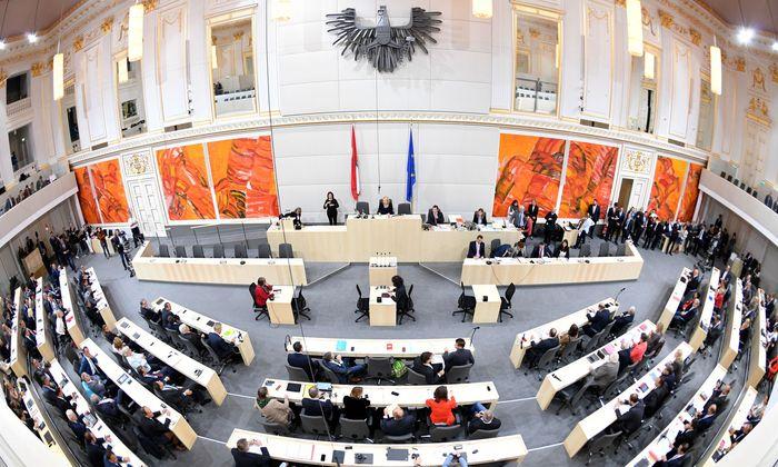 Ein Blick in den Großen Redoutensaal im Rahmen einer Sitzung des Nationalrates im Ausweichquartier in der Hofburg