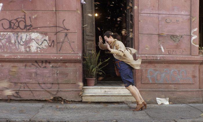 Die chilenische Sängerin Daniela Vega spielt Marina Vidal, die von der Familie ihres verstorbenen Partners angefeindet und ausgegrenzt wird.