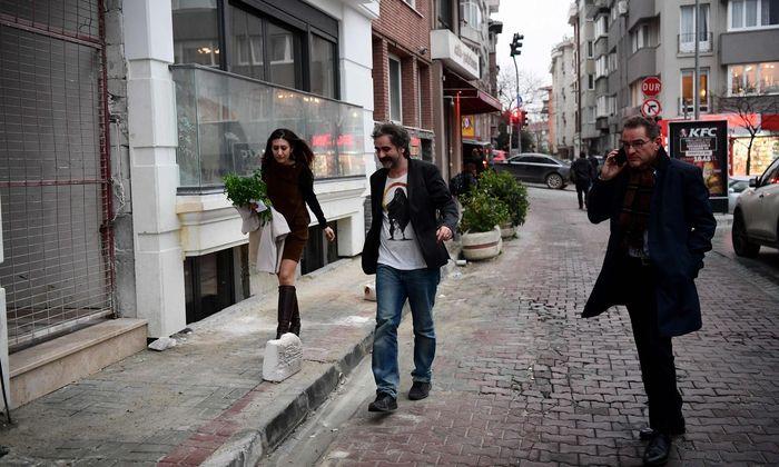 Die ersten Momente in der Freiheit: Journalist Deniz Yücel und seine Frau, Dilek, gemeinsam in Istanbul.