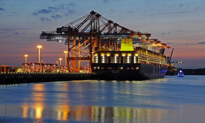 MSC Zoe weltgr��tes Containerschiff Waltershofer Hafen Hamburg Deutschland Europa Copyright im