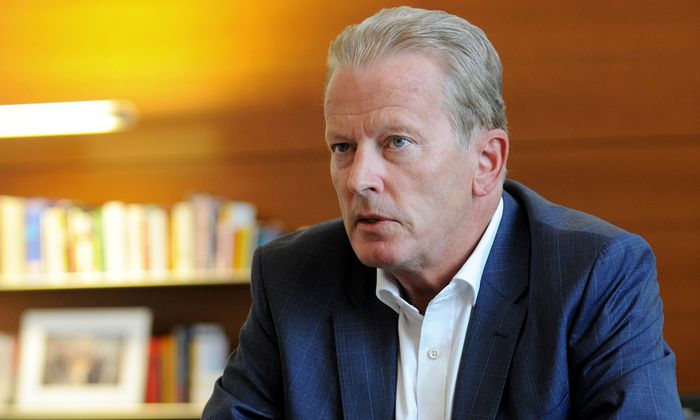 """""""Wir nehmen den Unis Jus nicht weg"""", sagt Minister Reinhold Mitterlehner (ÖVP) über die Verlagerung von Fächern an die Fachhochschulen."""