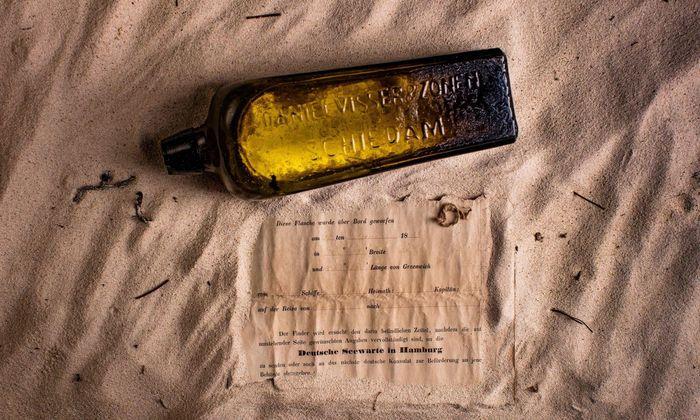 Die Flasche und der Brief: Der Finder möge sie zu Forschern nach Hamburg schicken.