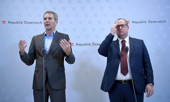 Finanzminister Hartwig Löger (links) und Finanzstaatssekretär Hubert Fuchs sind uneins beim Spitzensteuersatz.