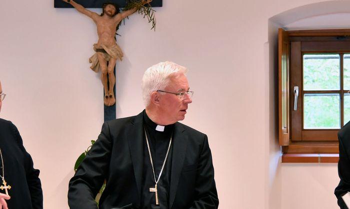Bischof Lackner als Ermittler im Fall Schwarz