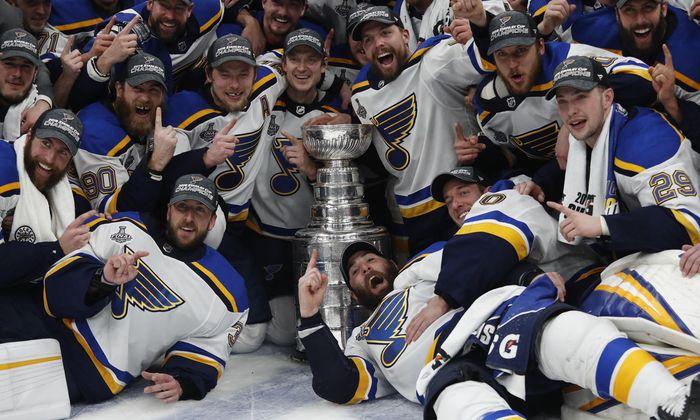 Die St. Louis Blues und der Stanley Cup. Nach 52 Jahren wurde daraus doch eine Liebesgeschichte.