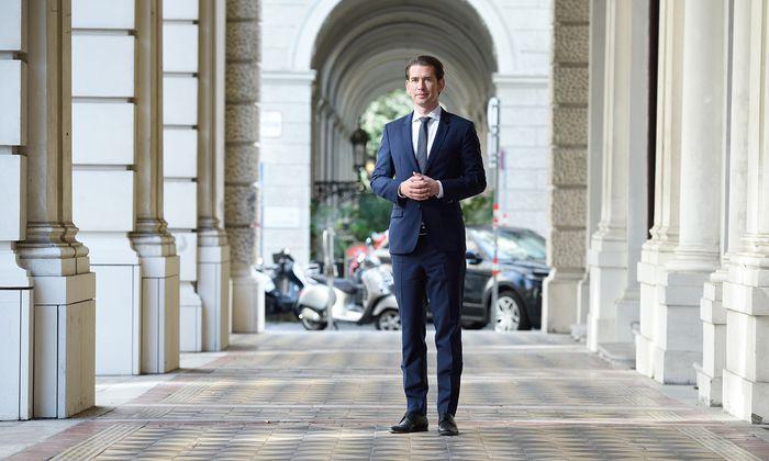 """""""Es muss sich nun einmal der Nebel lichten"""": Sebastian Kurz vor der ÖVP-Zentrale in der Lichtenfelsgasse."""