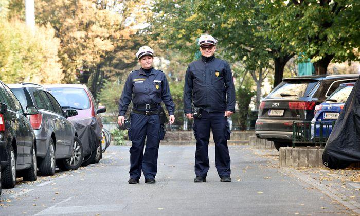 """Danijela Ruzanovic und Manfred Bresowsky: Die Wiener nennen sie """"Parksheriffs"""", die offizielle Berufsbezeichnung lautet: Organ der Straßenaufsicht."""