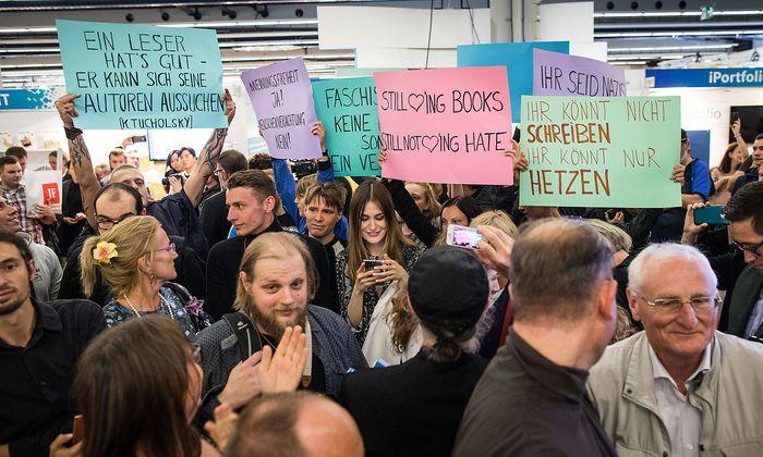 Buchmesse Frankfurt - Protest bei Hoecke-Lesung