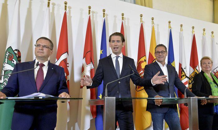Wöginger, Kurz, Strache und Hartinger bei der Pressekonferenz.