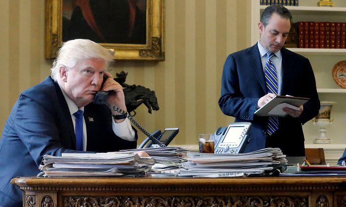 Archivbild: US-Präsident Donald Trump sorgt mit Telefonaten für Aufregung - auch mit seiner Rechtfertigung.