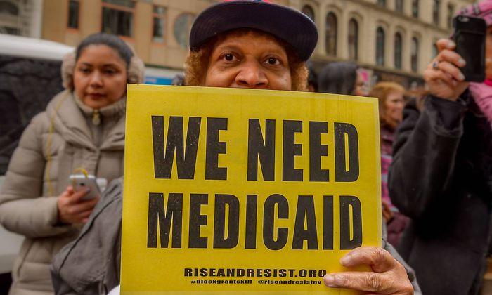 US-Bürger demonstrieren für den Erhalt von Medicaid.