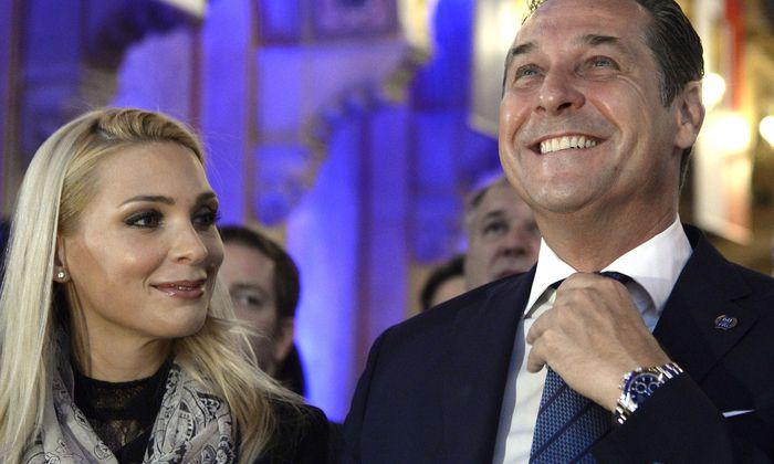 Erkaufen sich die Straches den Verzichtet aufs EU-Mandat mit einer Kandidatur Philippas? Das Ehepaar in Vor-Ibiza-Zeiten.
