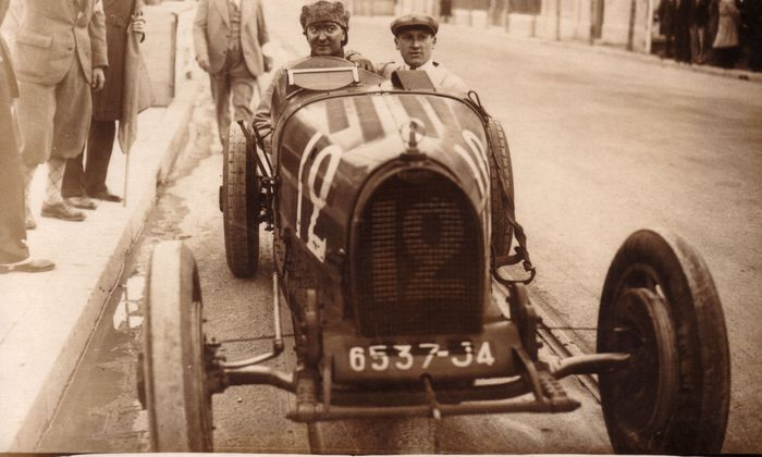 William Grover-Williams, siegreich am Steuer des Bugatti Typ 35 in Monaco, 1929.