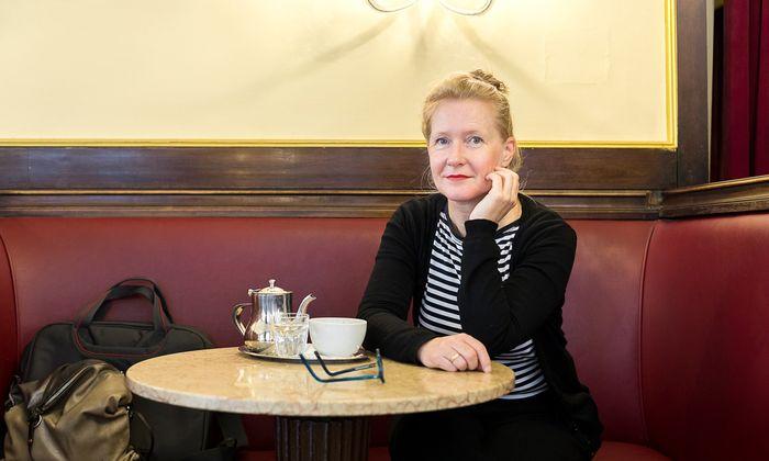 Tiefe Verletzungen, Kriegserfahrungen und Mitläufertum: Das hat die Künstlerin Bettina Henkel auf ihrer Reise nach Lettland aufgespürt.