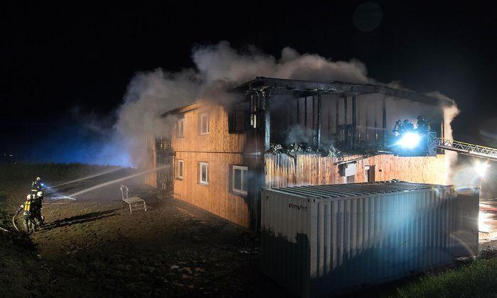 Einer der Fälle: Im Juni 2016 wurde im oberösterreichischen Altenfelden ein für Asylwerber vorgesehenes Quartier noch vor der Eröffnung in Brand gesteckt. Der Fall wurde bisher nicht geklärt.
