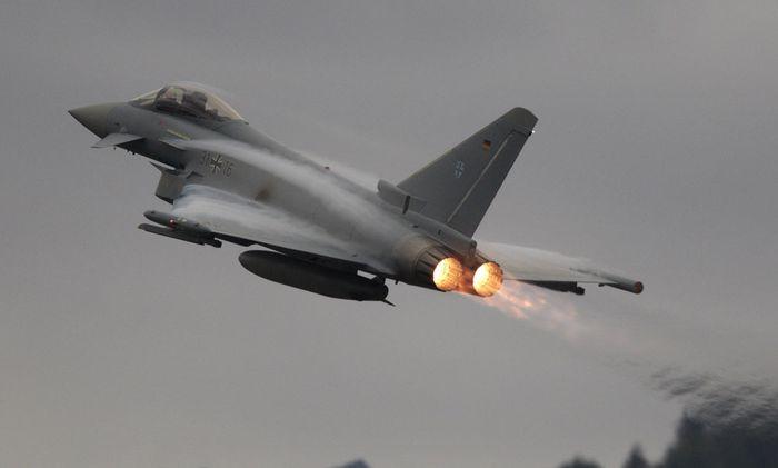 680 Seiten Korruption und Verdacht beim Eurofighter