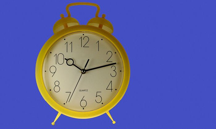 gelber Wecker - yellow alarm clock