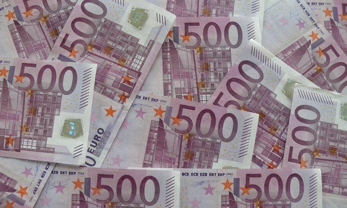 Viel Geld 500 Euro Scheine es ist geplant diese abzuschaffen PUBLICATIONxINxGERxSUIxAUTxHUNxONLY