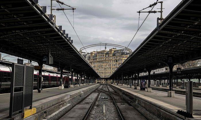 FILES-FRANCE-POLITICS-TRANSPORT-RAILWAY-LABOUR-STRIKE