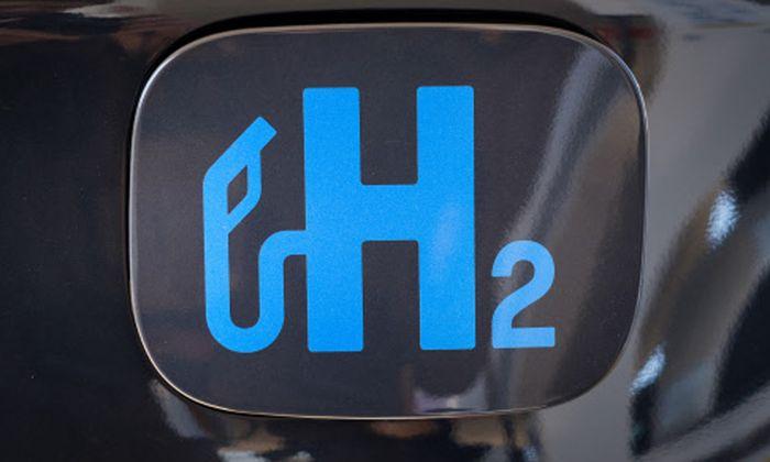 Wasserstoffautos verbrauchen laut TU-Professor Manfred Schrödl 2,4 mal so viel Energie für die selbe Fahrleistung, wie ein vergleichbares Elektroauto mit Batterie.