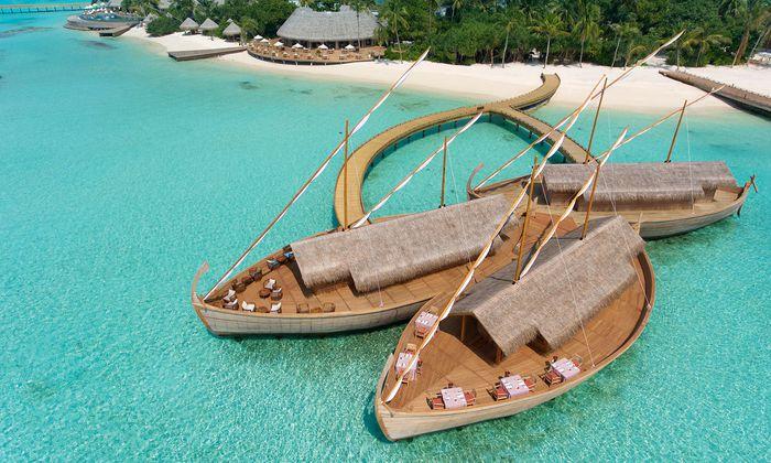 Architektur. Das Restaurant Ba'theli ist Fischerbooten nachempfunden.