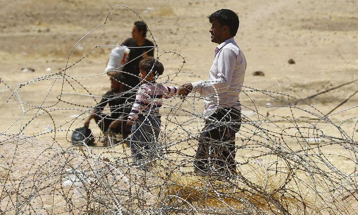 Syrische Flüchtlinge an der Grenze zur Türkei