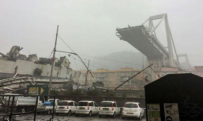 Die Brückentrümmer fielen auf ein Gewerbegebiet.