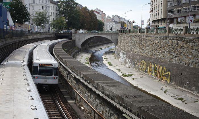 Wien, Wienzeile, Wienfluss, U-Bahn, U4