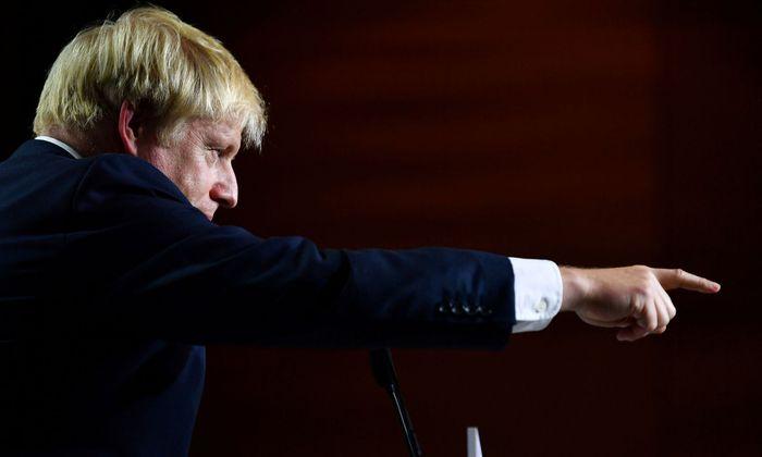 Premier Boris Johnson zwingt die Gegner des harten EU-Austritts im Unterhaus in die Defensive.